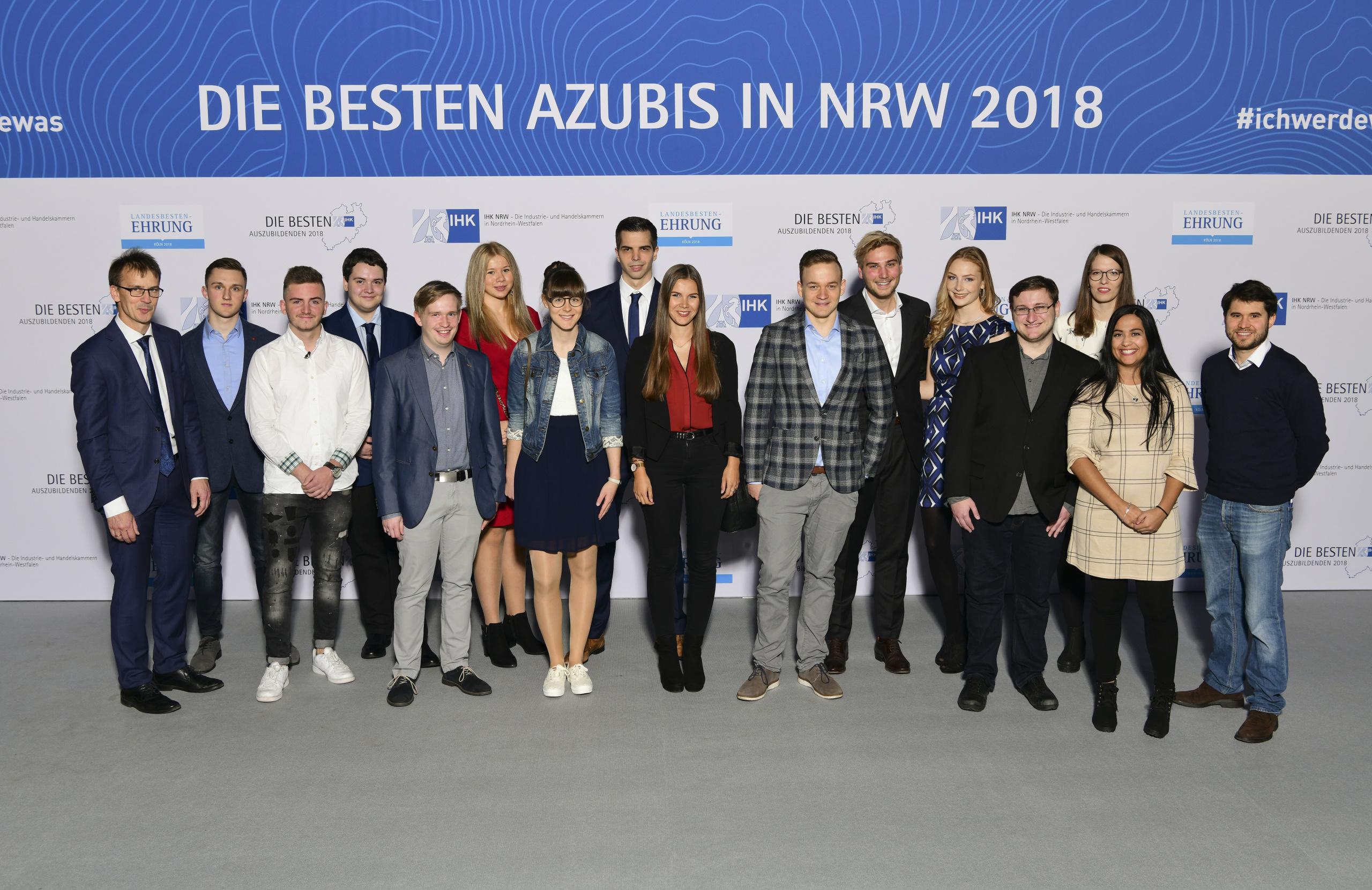 Landesbestenehrung_2018,_Katharina_Barzik,_Gruppenfoto_IHK_Düsseldorf.jpg